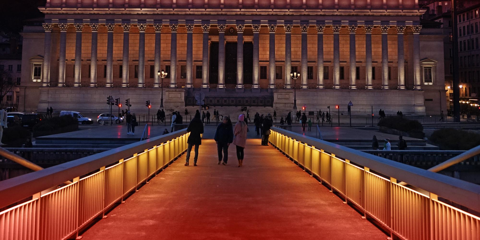 <p>AU COEUR DE LYON,<br /> entre les deux palais de justice </p>